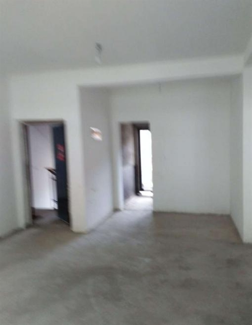 本房位于邛崃市水口镇石尊社区,共四层位于第二层,是搬迁分的新房。房屋面积110平米,户型2...