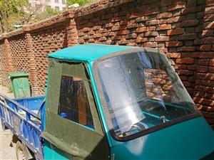 出售金彭电瓶三轮车,五块骆驼水电瓶,有意者联系!
