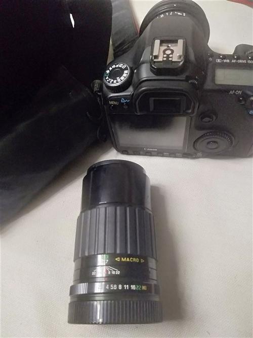 佳能单反相机整套出售,型号佳能40d, 像素千万级别的,家用拍家人,拍风景照,都能用,配适马17/7...