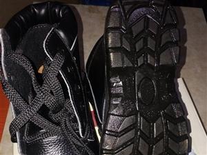 全新酒钢钢包头鞋40码出售,电话18093736420