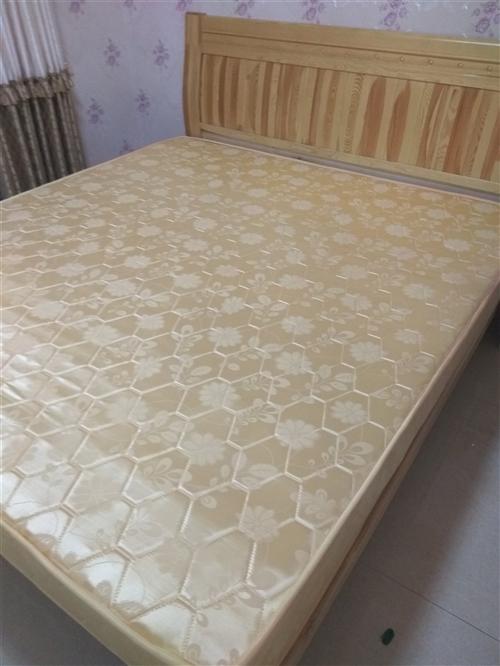 南湖庄园本人家用 床 1米8乘以2米的大宽床九成新,带全新床垫,18年8月买的,买来没睡过几次,因孩...