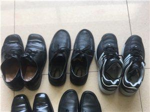 清理地下室找出几双成色很不错的鞋子,都是买上由于尺码不太合适没怎么穿,有的只是下过一两回地,品牌有意...