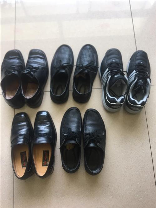 清理地下室找出幾雙成色很不錯的鞋子,都是買上由于尺碼不太合適沒怎么穿,有的只是下過一兩回地,品牌有意...
