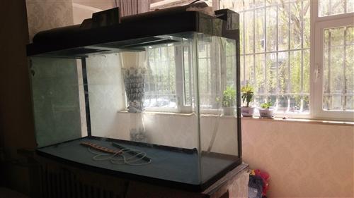 鱼缸   长1.5米   宽0.6米  高0.9米   房子太小 预出售  600元有意者可与本人联...