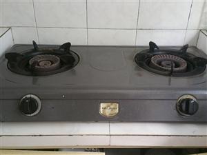 美的煤气灶,使用家用罐装煤气瓶的!质量很好。因为小区已经开通了管道煤气,5.1后就闲置不用了,处理掉...