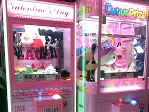 现有两台娃娃机出售,一台剪刀机 一台娃娃机 两台机器5000出售 可小刀