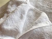 全新浴巾,按摩床单,定制,加厚,一米乘两米,原价一百七十五,需要的加微信或者打电话都行1754215...