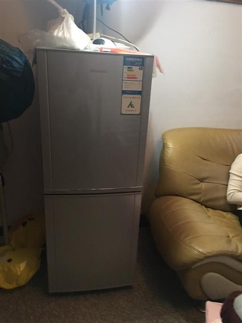 海尔冰箱双门170升的。有9成新。在李夹空有要的来试试拉走。保证质量好好的产品 因家里多出来的时候