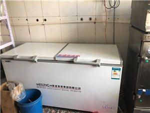 美菱520升商用冰柜,只用半年。�有多套沙�l桌子。�r格面�h。