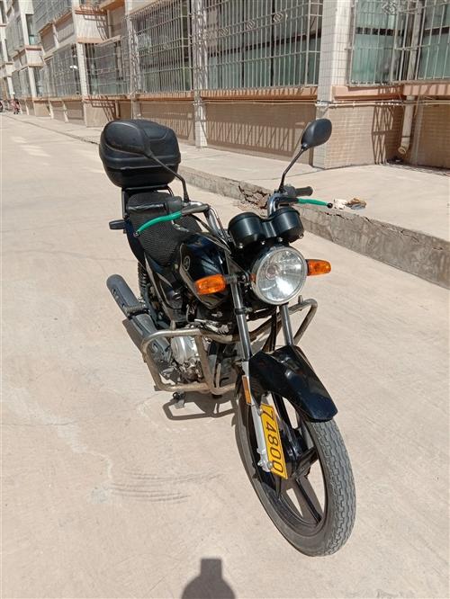 雅马哈ybr125摩托车,不到1.4万公里车况极好,手续齐全,必须过户,因买车,现低价出售,!