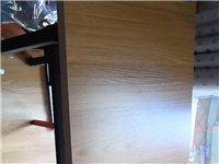 九成新課桌,可折疊,省空間,一共6張。