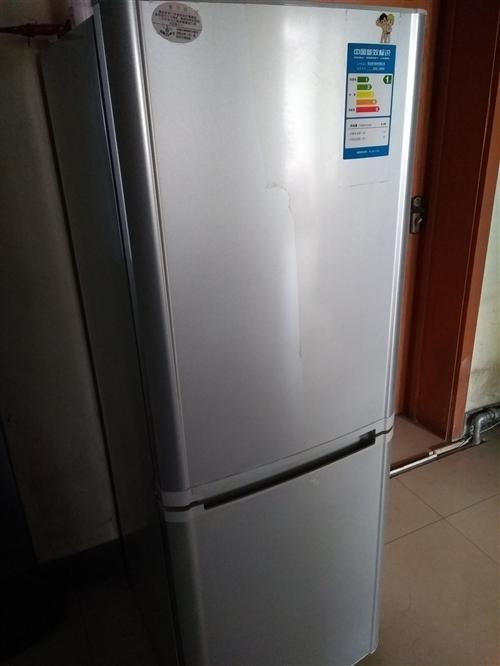 因搬家急需转让外观九成新,正常使用中的186升海尔冰箱一台,全自动2.8KG小小神童海尔洗衣机一台,...