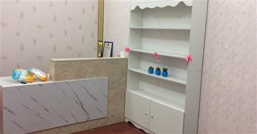 出售几个收银台  产品柜 桌子 办公桌