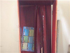 拆下来的卧室套装门,一个旧的电视柜,一个卫生间玻璃门(门框拆坏了),有需要的联系,地点在龙马潭区莲花...