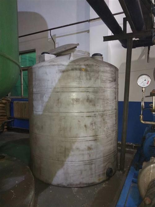 水桶,八成新,原价:4000,现价2600以下,有意者连系