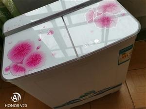 二手小冰箱150元  小洗衣机250元 需要的自提 不送货