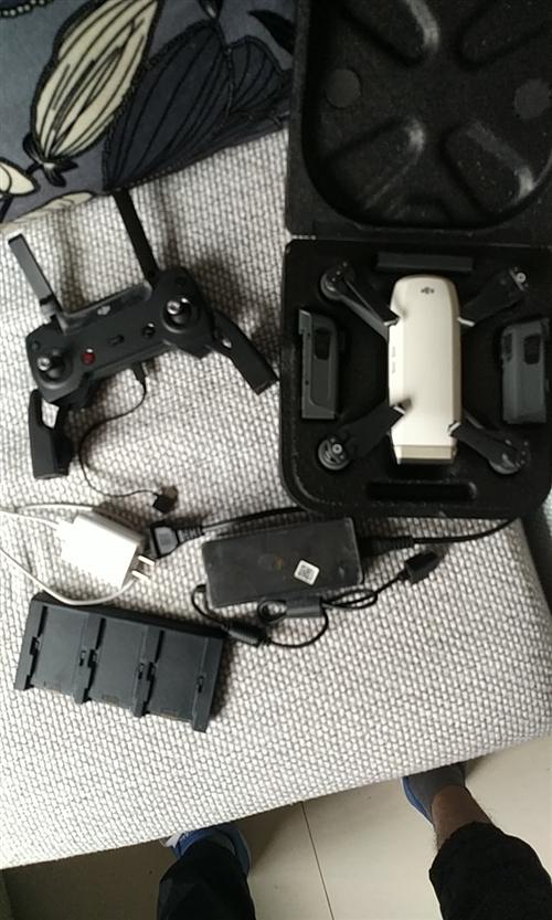 大疆无人机晓spark,去年11月买的。换新计划到今年11月,不怕炸机,无磕碰,有3块电池,