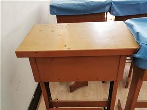 学习用桌椅共五十套