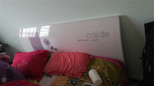 出售个人1.8乘2.2米木床,九成新,没怎么使用,联系电话13703724819微信同步