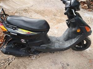 雅马哈轻骑摩托低价出售3000元可议,手续齐全