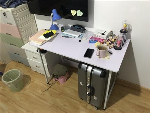 組裝寫字桌,可拆卸,9成新。江店區,金潤廣場,自提。