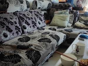 沙发一套,都有套子取掉跟新的一样,因装修出售