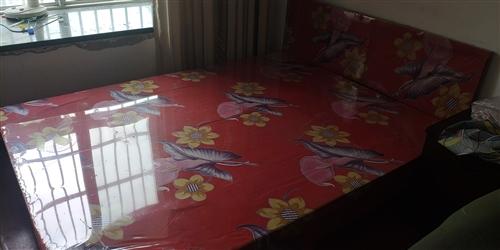 出售9.9新床,1.5米的雙人床100元自己取。電話18829358545