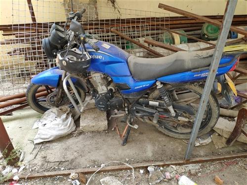 豪爵牌摩托車,前后真空胎,手續齊全,現在騎不到了,1300出售不議價