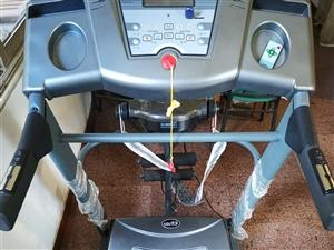 优步跑步机,九成新,很少使用,闲置,配送跑步带一卷,原价4200元,现低价出售!