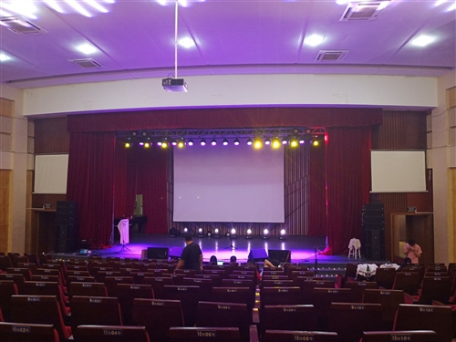 专业租赁公司!本公司设备有:灯光,线阵音响,舞台,背景板,LED大屏,地毯。不管大形小形活动都接,只...