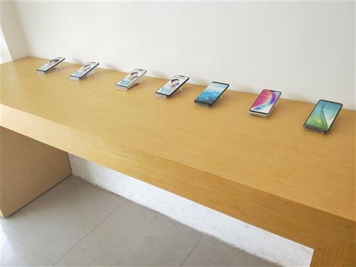 二手柜台转让:体验柜台55x200,维修框台,受理前台,手机柜台。