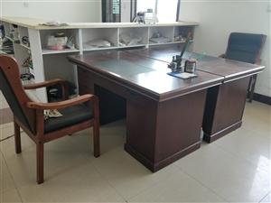 急出售�k公桌椅,宿舍用上下�床,餐�d用餐桌、餐椅,�盗慷唷⒕懦尚拢�超低�r出售