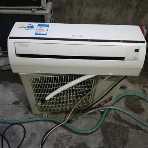 1300元出台原装格力变ぷ频空调大一匹冷暖两用,外观新,包安装。配铜管