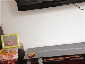 电视柜音响八成新,完好无损。