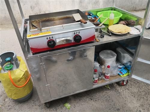 手抓饼小吃车一辆,工具齐全,也可做其他铁板小吃。因为需要回老家所以低价处理,适合下班早的朋友兼职晚上...