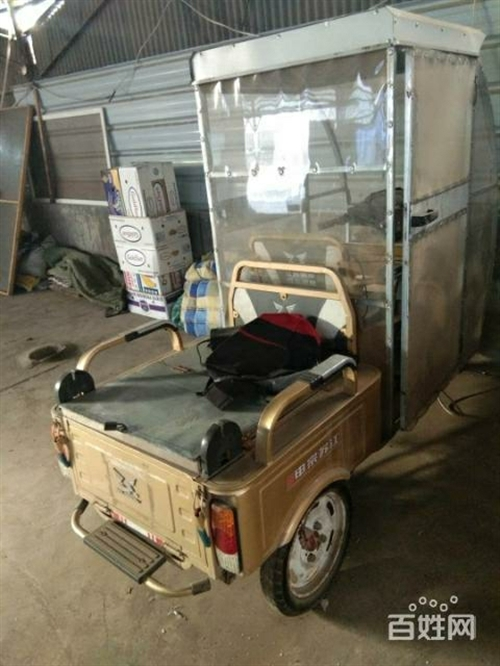本人有一台闲至二手小型二轮车,车况好,新封的车棚,可以装新电瓶,或卖裸车,有意者面议,因工作调动用不...