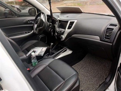 2016年4月長安CS35一手精品車,準新車一臺,手動檔帶天窗,帶多功能方向盤,費用都有支持按揭,喜...