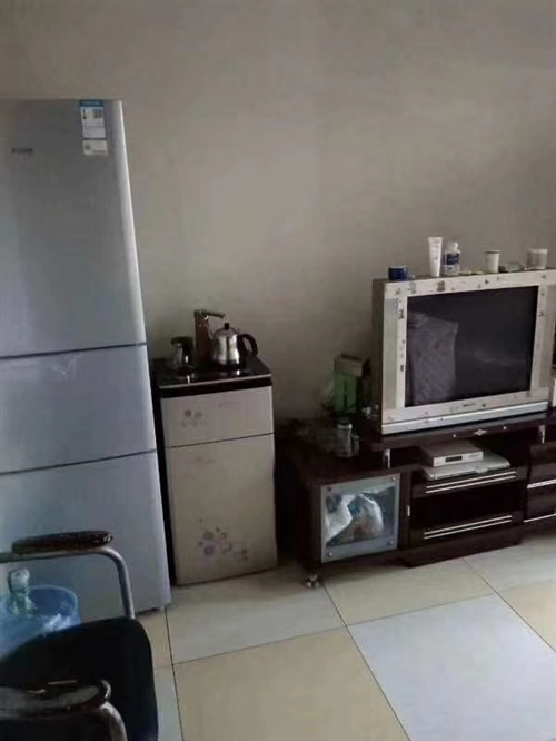 一小附近,55平米,二室一厅一厨一卫,精装修,部分东西,证件齐全,需要现金支付,售价23.8万,看房...