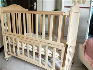闲置实木无漆多功能双层婴儿床+蚊帐+五件套,有尿布台家里窄没上了,可拼接大床,九成新,现低价转让,同...