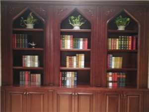 实木书柜,店内升级,样品处理。低于成本价格,随时看货。