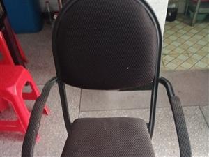 現有20張椅子出售。