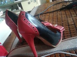 半新的高跟鞋,不长穿,扔了怪可惜的,不包邮,不退换,介意的谨慎购买