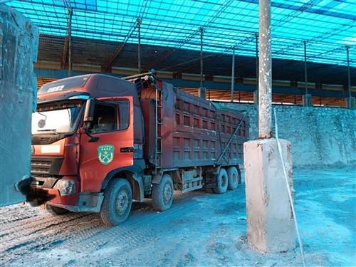 豪沃A7自卸车,车在贵州开阳,审车保险到2019年12月底,?#34892;?#35201;的老板欢迎来电咨询