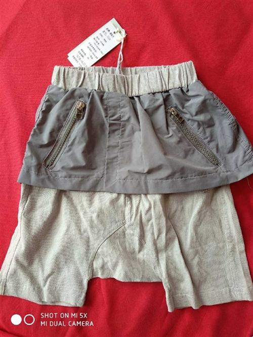 衣物 全新宝贝大裆裤,上面是小裙子!贼啦洋气!90尺码 闲置出售,外地距离估算运费