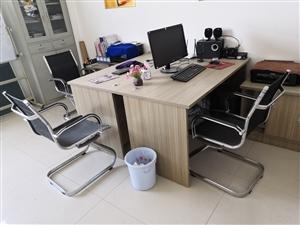 18年5月富康购买760元的办公桌两套,310元的文件柜,2600元惠普打印机两台,组装4800元的...