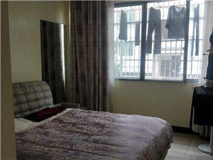 �P翔苑85平方,2室2�d1�l,��r125�f。大柴棚30平方。
