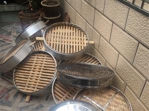 因合作伙伴關系,出一套早餐店設備。竹蒸籠11個尺寸50帶2個蓋。不銹鋼蒸籠5個尺寸54帶1個蓋。圖中...