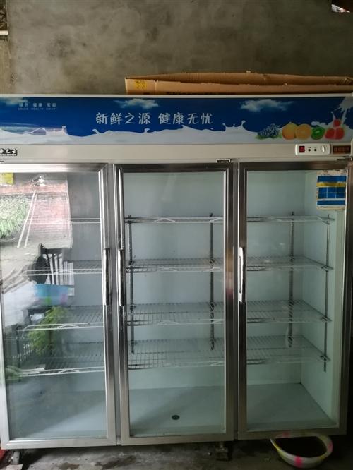 三開門大保鮮柜,去年8月份買的 就用了一個夏天就一直閑置了。制冷效果很好,幾乎全新!原價4200買的...