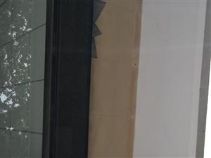 澳博国际娱乐官网LED屏幕高40公分,长4米,价格面议。