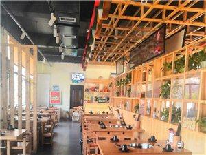 因店铺转让,有一批从成都购入的实木的桌椅菜架整体出售,可用于火锅,串串香,干锅。签桶,电磁炉,锅圈也...